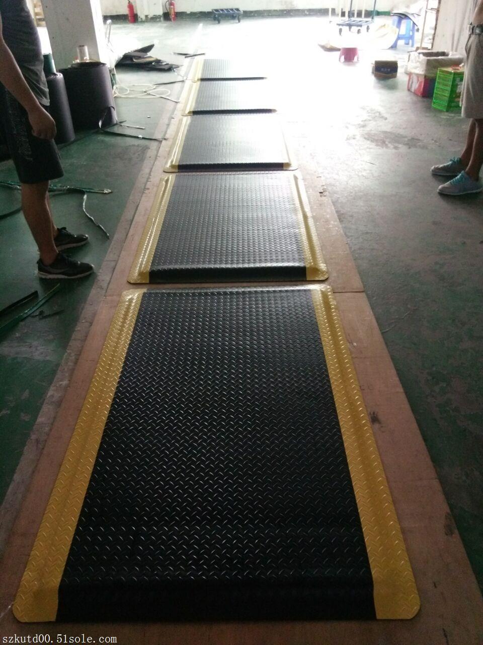 厂家直销防静电地垫 PVC抗疲劳防静电地垫 定制抗疲劳防静电地垫