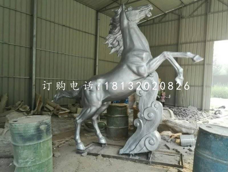 玻璃钢马属于玻璃钢雕塑的种类之一,马在中华民族地位很高,它具有一系列的象征意义,龙马精神是中华名族崇拜的奋斗不止、自强不息的进取、向上的民族精神、祖先们认为龙马就是仁马、它是黄河的精灵、是炎黄子孙的化身、代表着华夏民族的主题精神和道德水平,玻璃钢马也代表着积极的意义。   马还是能力、圣贤、人才、有作为象征的意义。古人常常说 千里马 就是说人才的意义。更加清楚说明以马教育人的重要性。   有道是,千里马常有,而伯乐不常有,因此,玻璃钢马有一指满腹才学的寓意。当然,玻璃钢马在马年又被赋予了新的寓意,有马上的