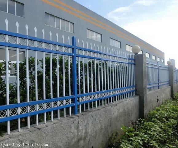 赤峰市敖汉旗pvc草坪围栏多少钱