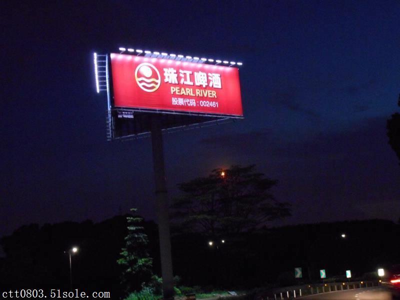 高速路悬挂广告牌照明