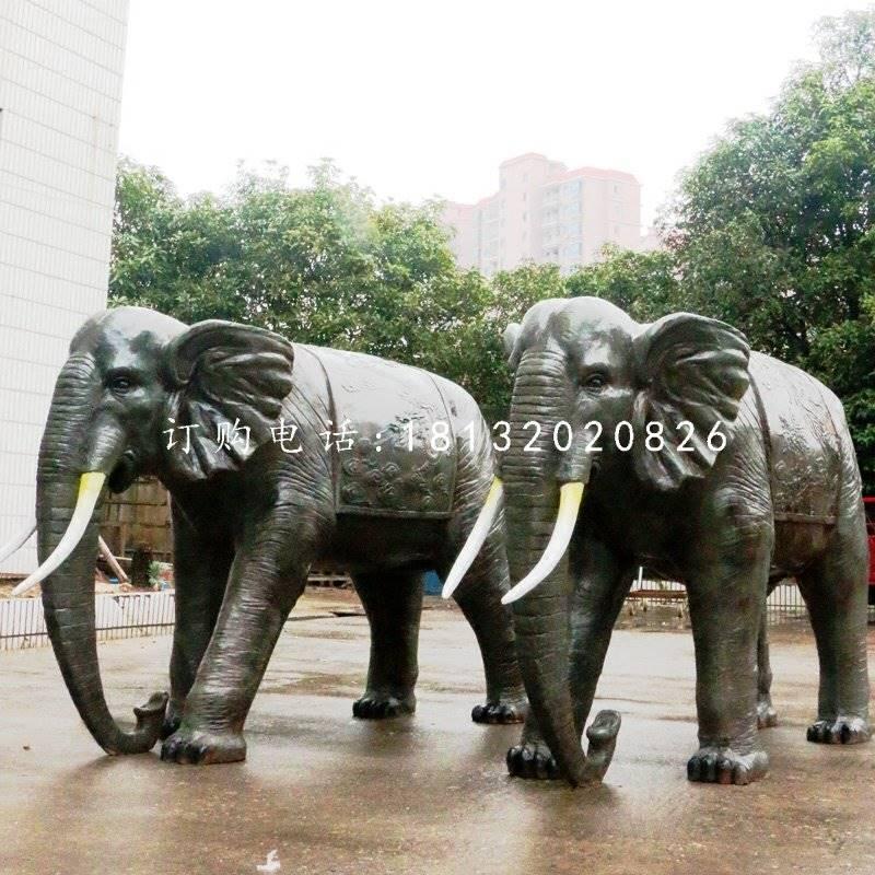 玻璃钢大象对于我们并不陌生,它时常出现在人们的眼前。玻璃钢大象一般摆放在商场、商铺、室内、公司等地,用来吸财。玻璃钢大象能够给人们带来祥瑞。玻璃钢大象可以让天下太平。玻璃钢大象有责强大、和平、家庭美满和睦的意思。大象是一种李大威武,性情温和的动物,传说大象是摇光之星声场的,能够兆灵瑞。古代的佛主就是乘着大象从天而降的,也只有人君字自养的世界,耐可以看到灵象的出现。大象善于吸水,而水有有生财的意思,但凡家中窗户上看到谁,那么摆放一尊玻璃钢大象工艺品便可以达到汲水纳财的作用。   玻璃钢大象有着吸收旺气加强坐