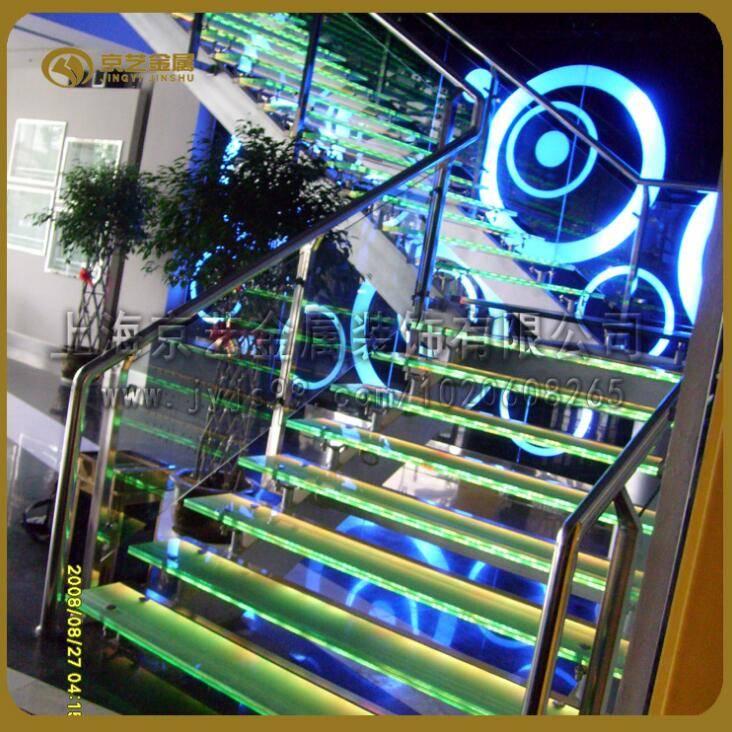 供应钢结构工程楼梯铁艺玻璃发光各种材质定制楼梯