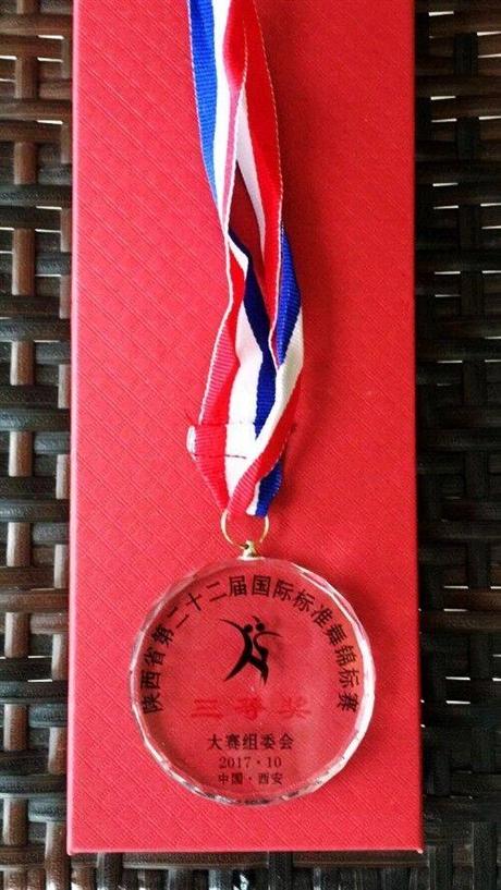 红国徽奖杯 国企表彰奖杯 西安奖杯上色奖杯定制证书订做