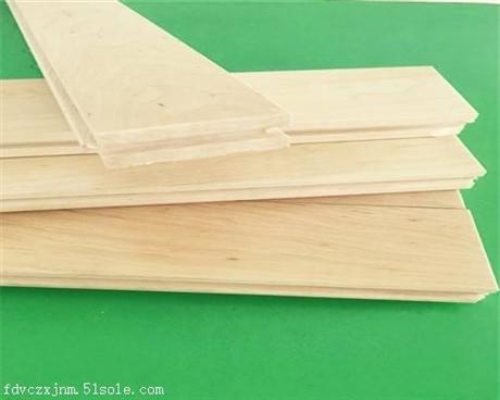 运动木地板关键在于专业的耐磨层和缓冲层