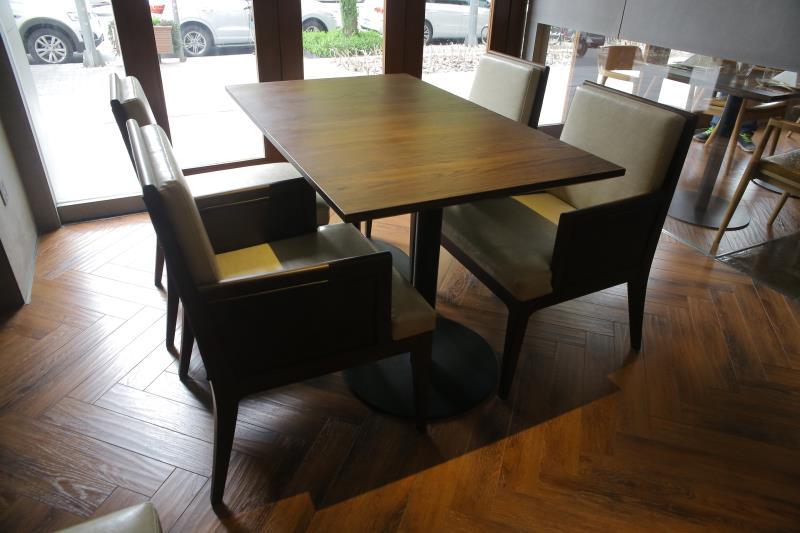 厂家供应西餐厅桌子椅子西餐厅桌椅尺寸定做