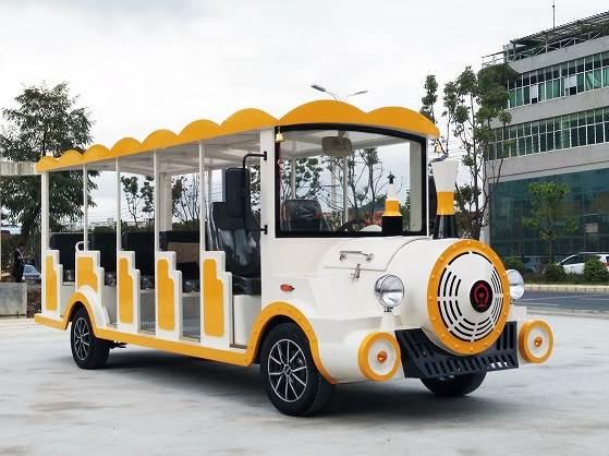 厂家自销14座电动小火车,外观独特,爬坡能力超强