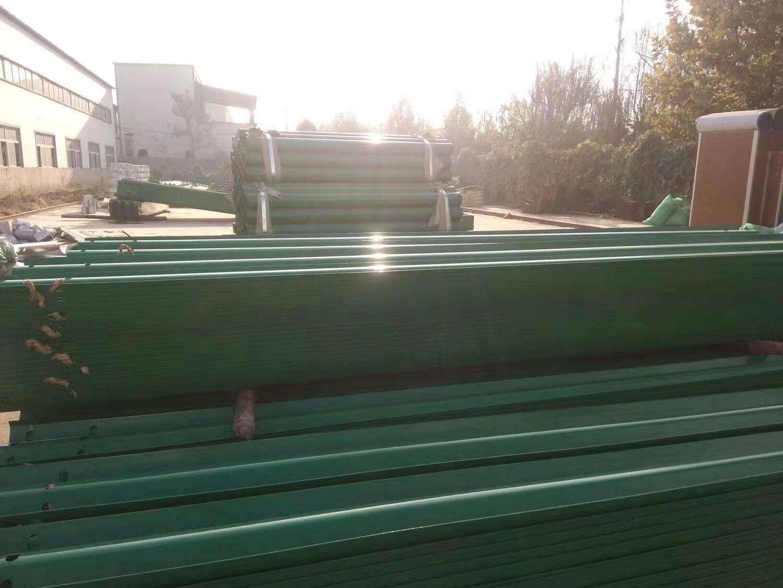 波形护栏板及配套设施