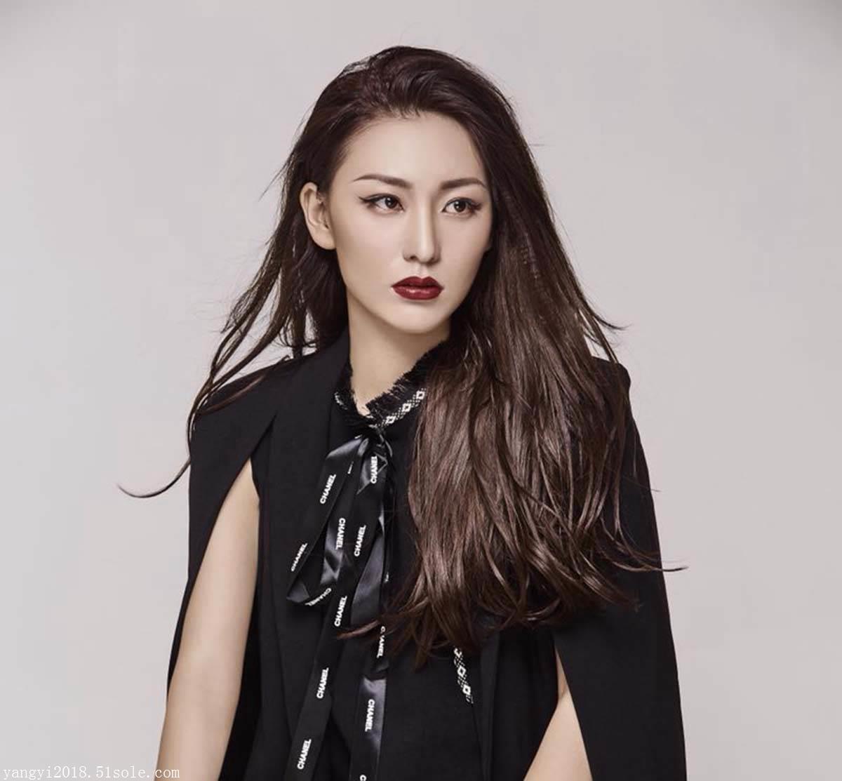 杨依出演的电影海报,模特杨依是中国十大瑜伽新星