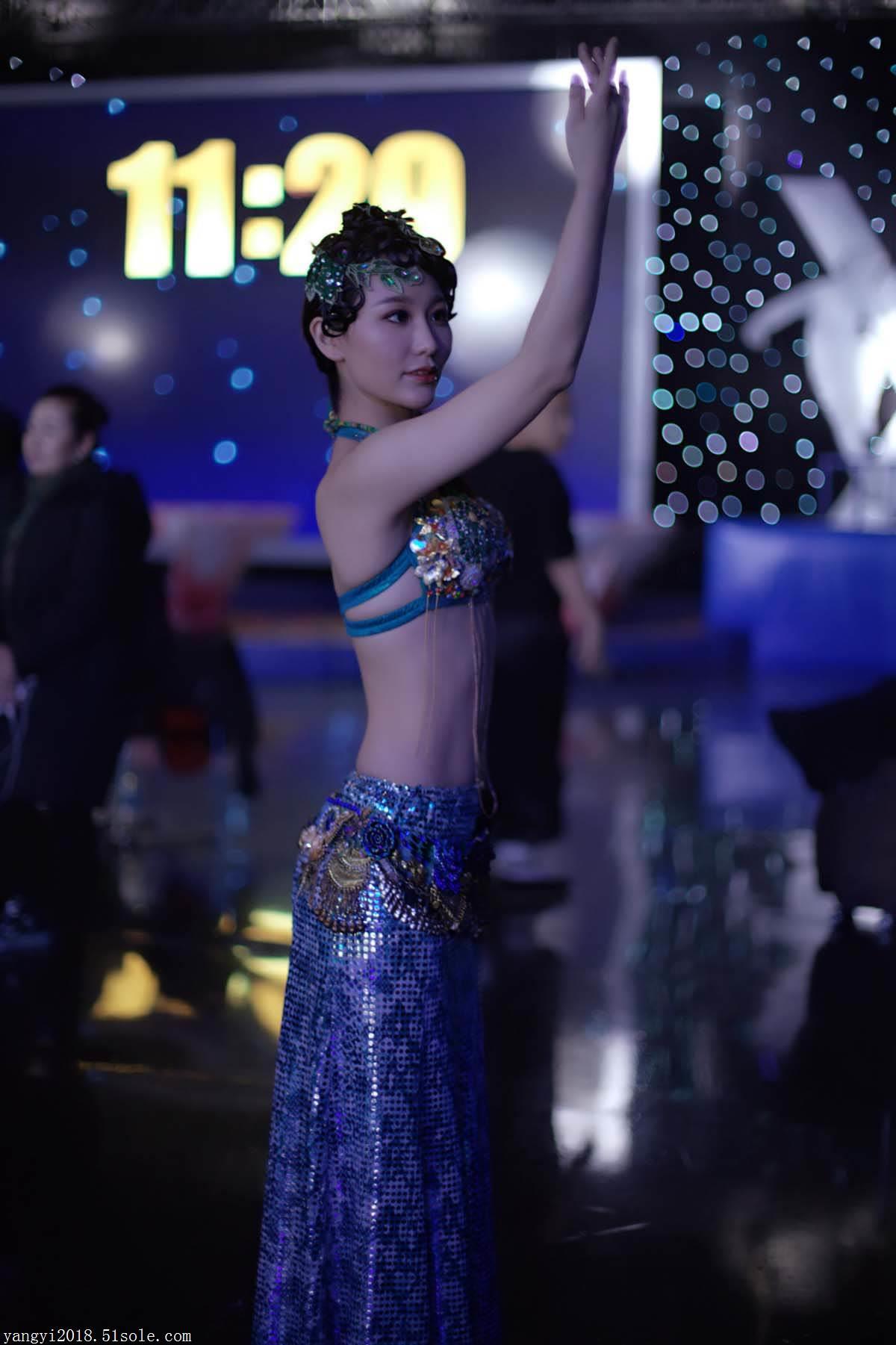 杨依是中国十大瑜伽新星,杨依是高级舞蹈瑜伽教练