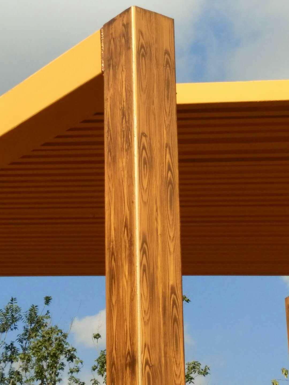 农家乐钢结构表面喷漆木纹漆施工