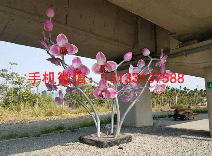 花为辐射对称花,萼片5个合生,花瓣5个离生,雄蕊多而不定数,雌蕊一心皮,一室,子房上位。桃花原产于中国中部及北部,栽培历史悠久,后来逐渐传播至波斯。现在中国,法国,地中海,澳大利亚等温暖地带都有种植。性喜阳光、耐寒、耐旱、不耐水湿,种植时最好选择空气流畅处。营养需要为氮肥,秋季时最好加些骨粉。现在在中国各地广为种植。被称为摩羯座守护花之一。中医性味:甘、苦、平、微温,入心、肺、大肠。 不锈钢雕塑的优点 不锈钢雕塑的优点是非常的多的,常见的一些优点有下面这几种: 1、外形非常的美观; 2、非常的结实耐用;