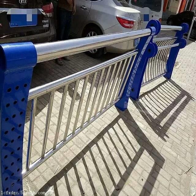 304不锈钢道路防撞护栏厂家