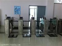 安装道闸 收缩门 门禁 停车场设备