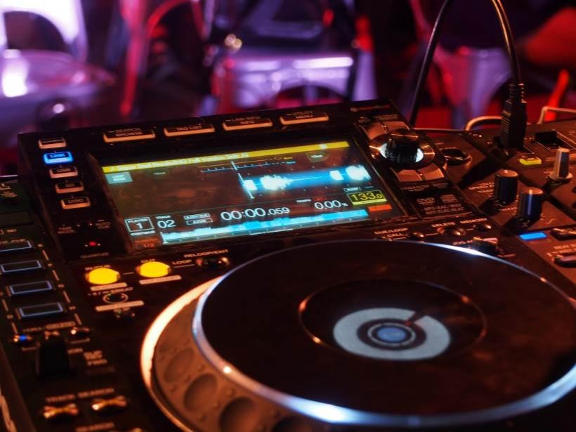 先锋pioneer cdj-2000nxs2(新款)打碟机