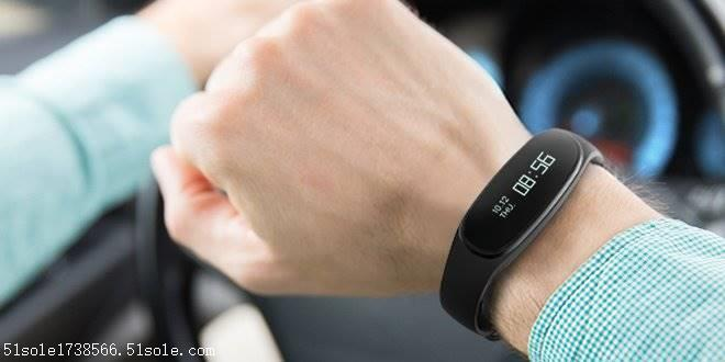 监测每天运动量和睡眠质量手环