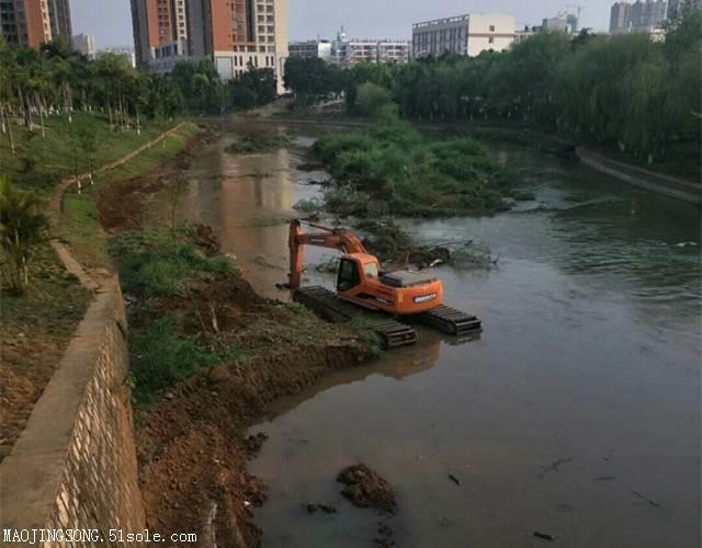 租水陆两用挖掘机