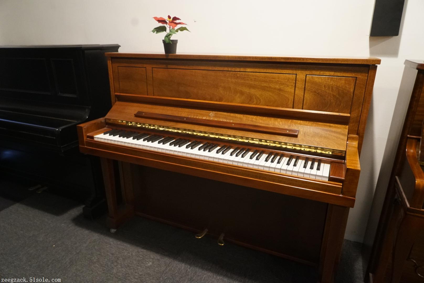 各个年份产的都有   型号从model.K model.V model.Z   到三角的model.s model.m model.O model.B model.D   和美国产的立式数字型号都有现货   齐格扎克公司精选的美国和德国的二手斯坦威钢琴   比起新琴价格更实惠   大量现货,接受预定