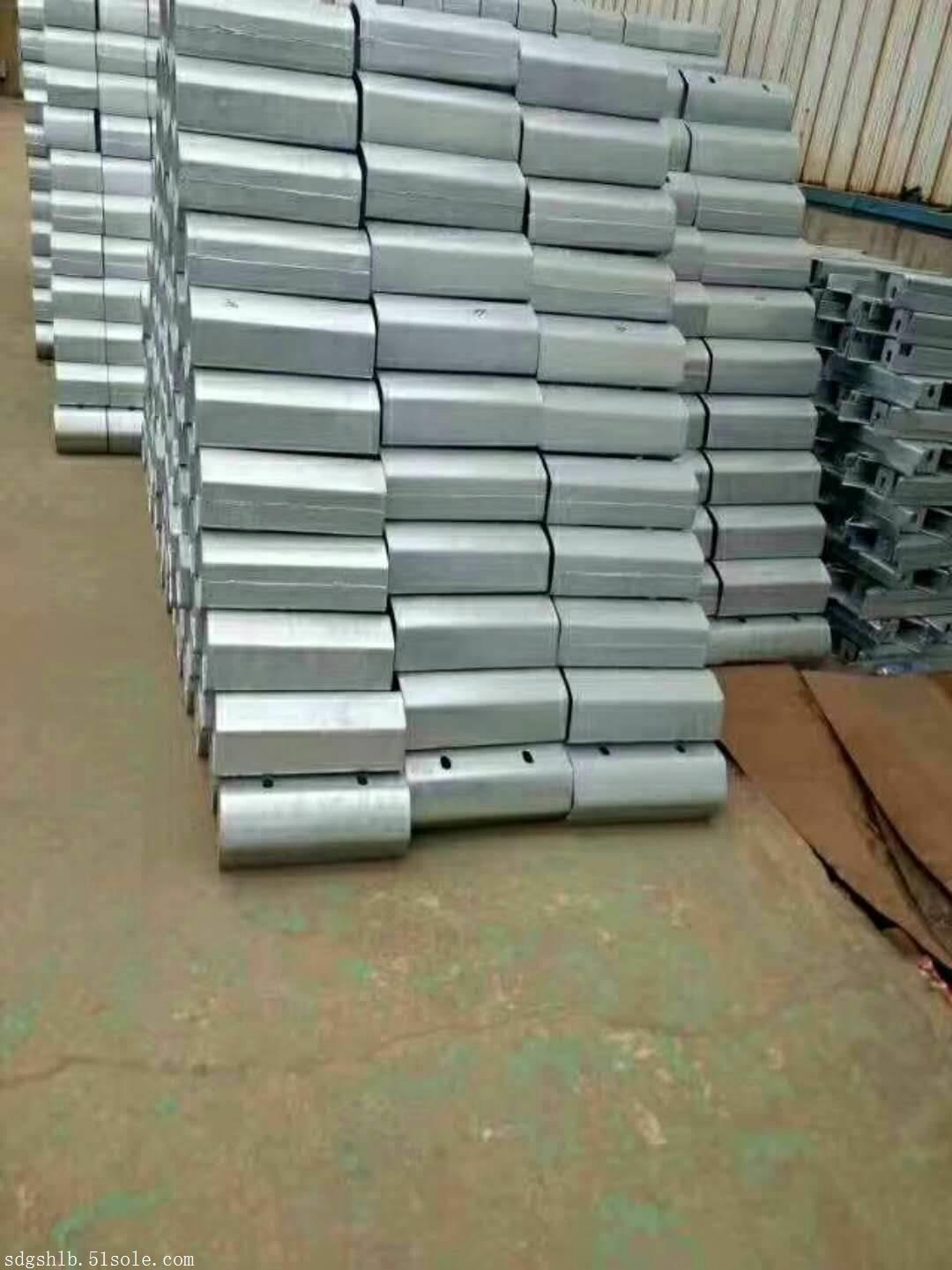 广西护栏板厂家现货 护栏板配件理论重量 安全作用