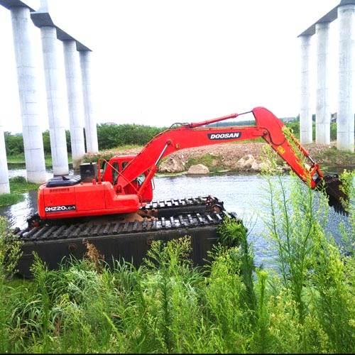 成都湿地挖掘机出租 水陆挖掘机改装出租 水上挖掘机租赁包月价