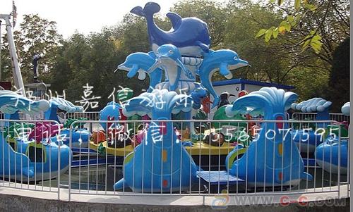 游乐场的激战鲨鱼岛是暑假孩子们的好去处