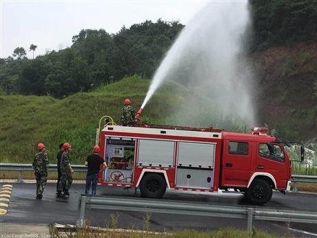 什么是空气压缩泡沫消防车