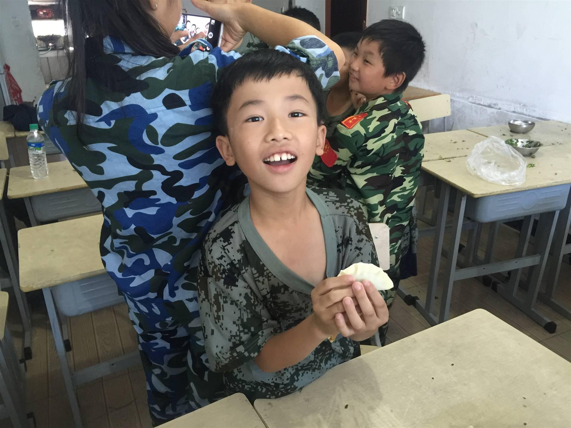 2018有效提高孩子锻炼能力到赣州亮剑学生军训夏令营