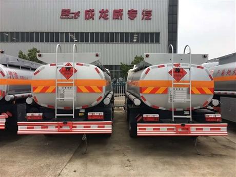 东风小多利卡卡5吨加油车,10吨油罐车
