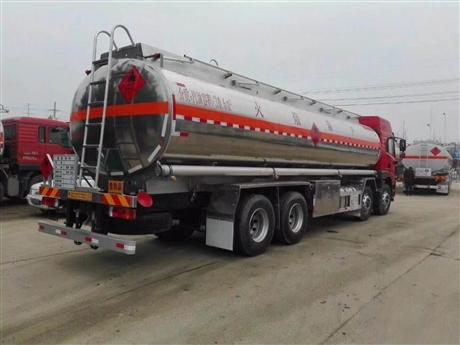 10吨的油罐车,东风10吨油罐车