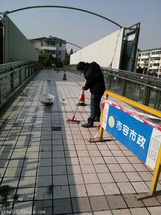 简单检测地砖防滑性的方法
