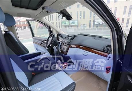 奔驰唯雅诺商务车改装,柚木地板真皮座椅
