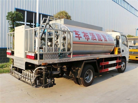 安徽安庆沥青撒布车厂家供应