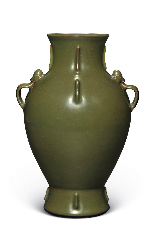 清乾隆茶叶末釉如意耳出戟橄榄瓶现在市场价值