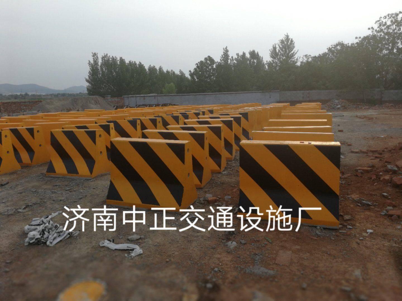 滁州水泥交通隔离墩-道路水泥隔离带尺寸-水泥防撞墩推荐