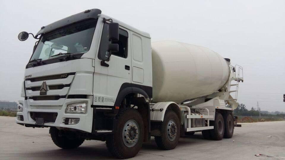 轻量化重汽豪沃16方混凝土搅拌车价格与配置