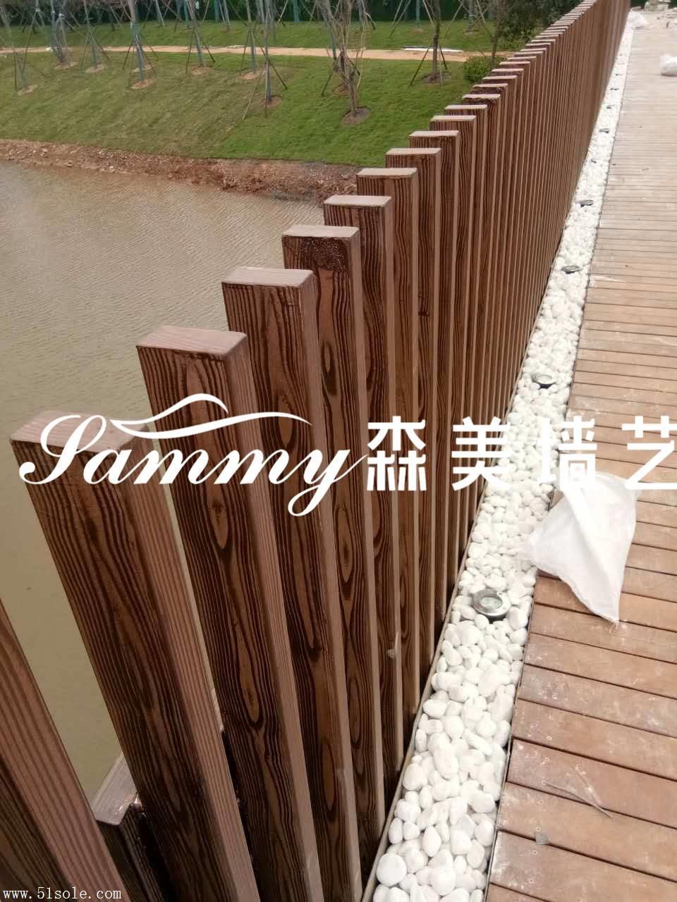 护栏凉亭廊架木纹漆施工、钢架木纹漆施工、水泥墙面木纹漆施工