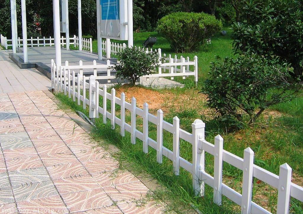 :沈阳市大东pvc草坪围栏锌钢仿草坪围栏经销商