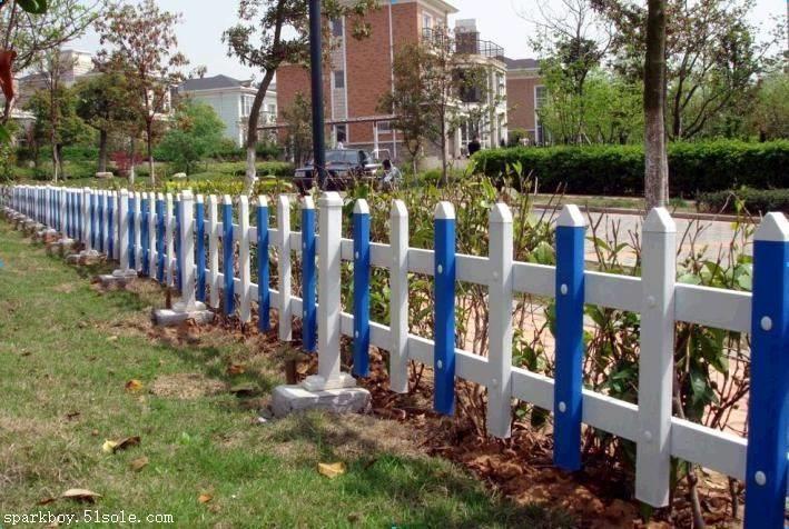 新闻:包头市白云鄂博锌钢草坪围栏锌钢草坪护栏绿化带护栏全国供应