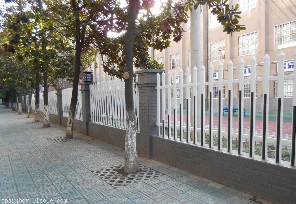 :咸宁市pvc草坪围栏锌钢仿草坪围栏供应