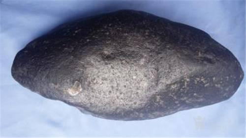 谁知道哪里拍卖陨石随形摆件