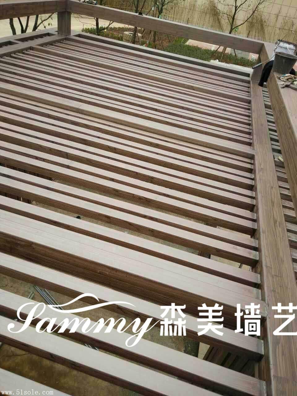 专业金属护栏木纹漆施工,廊架木纹漆施工,水泥柱木纹漆施工