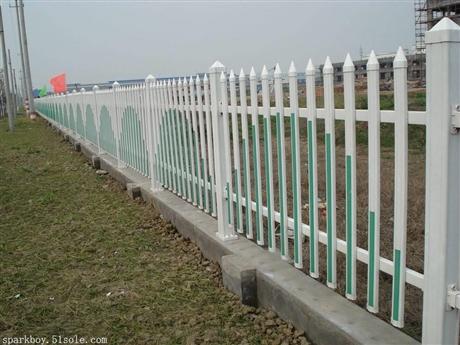 新闻:津南pvc草坪围栏锌钢仿草坪围栏生产厂家
