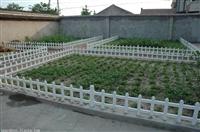 新闻:衡水市武邑县pvc草坪围栏锌钢仿草坪围栏哪里买