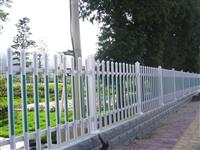 新闻:内蒙古通辽pvc草坪围栏提供