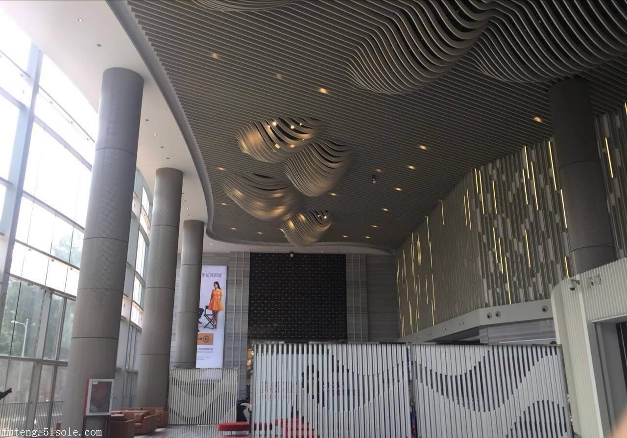 厂家直销 木纹铝方通吊顶 定制弧形铝方通 造型异形铝方通