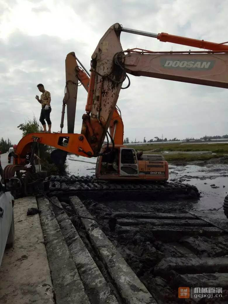 正规水陆挖掘机出租改装公司