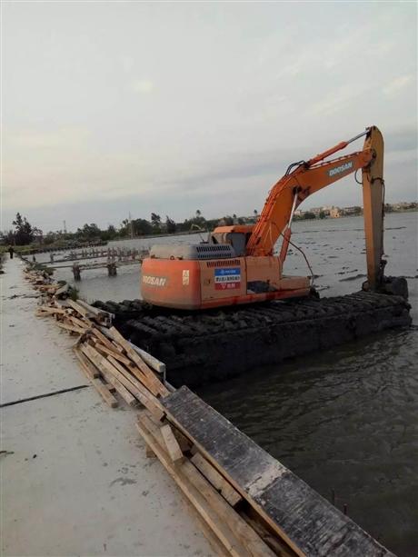 水陆挖掘机出租专业公司报价