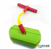 东莞幼教玩具 儿童弹跳鞋 青蛙跳