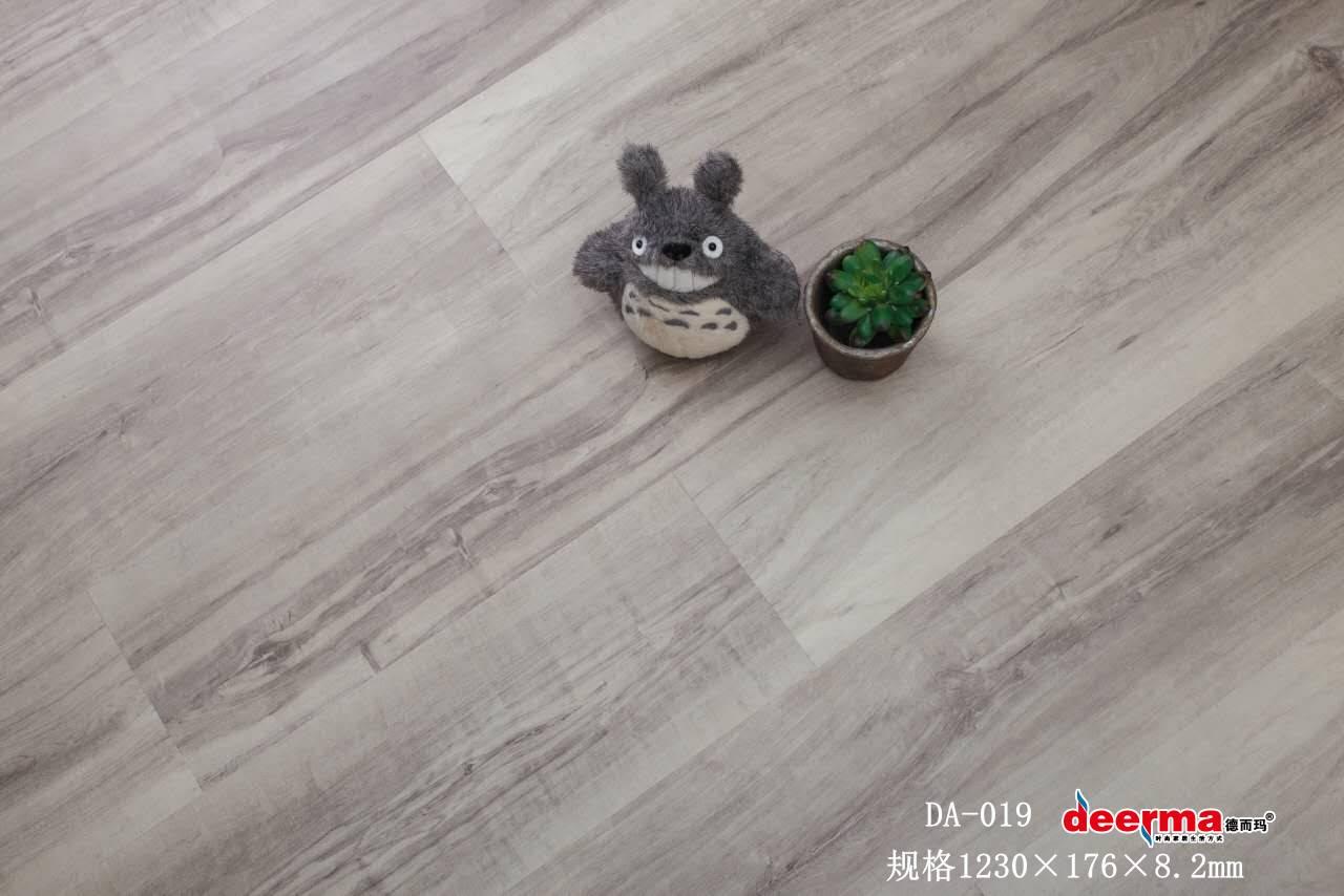 地暖地板跟瓷磚比哪個好