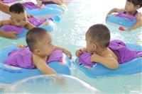 建议家长待宝宝游泳的频率