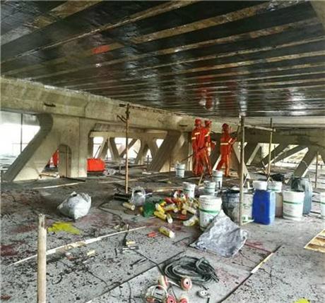 新闻:贺州专业桥梁裂缝修补碳布加固众拓路桥